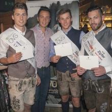 Mister Tirol Wahlen: Die drei Sieger wurden mit Wolfstuch-Einstecktüchern ausgestattet (Credit: Angelo Lair Photography)