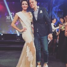 "Wolf-Thomas Karl mit Sarah Laura Peyrel nach ihrer Wahl zur ""Miss Earth Switzerland"""
